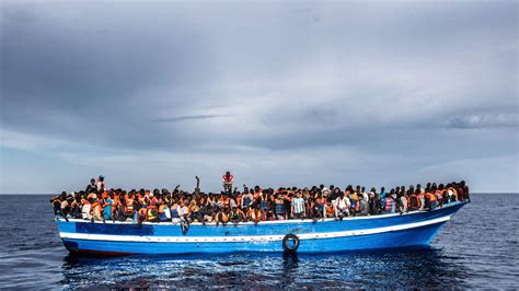 refugee crisis europe boat refugee crisis 5 ways canadians can help