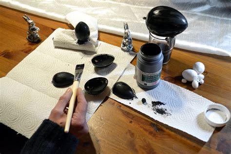 tafelfarbe untergrund ostereier mit tafelmalfarbe und kreide beschriftet