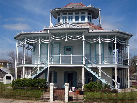 steamboat house file new orleans steamboat house jpg wikimedia commons