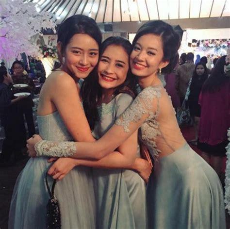 Faradilla Dress by Prilly Latuconsina Terlihat Anggun Saat Menjadi Bridesmaid