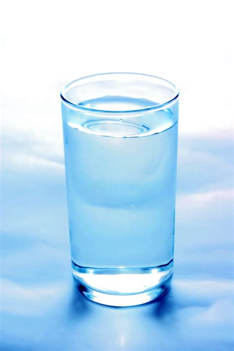 how to glass up of glass of water photo free