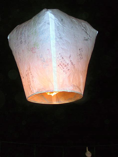 How To Make Paper Flying Lanterns - sky lantern