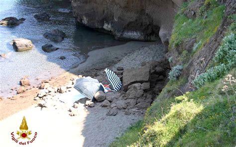 anna magnani scuola morena ventotene crolla un parete rocciosa in spiaggia muoiono