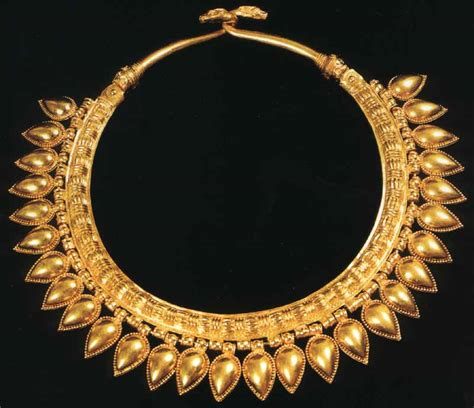 ancient jewelry assyrian treasures from the city of kalhu nimrud