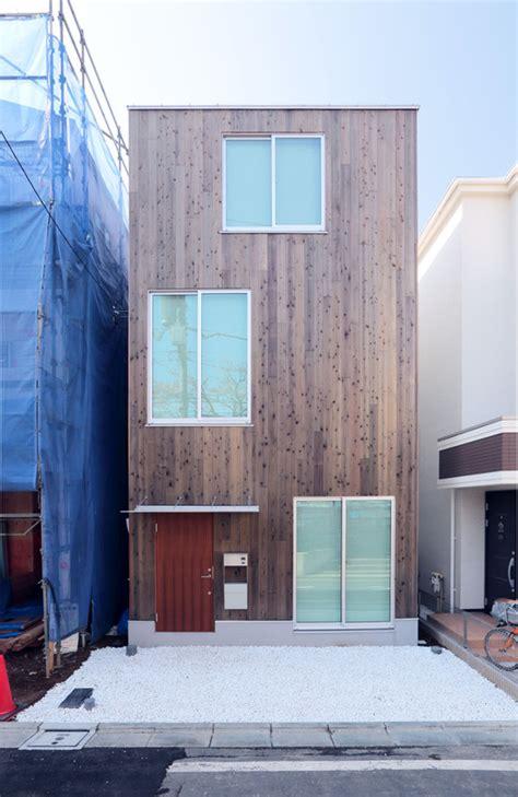 design   home  mujis prefab vertical house archdaily