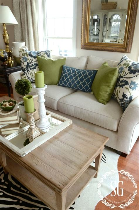 pillow arrangements on sofa 25 best ideas about sofa pillows on