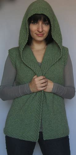 knit knat ravelry huntress pattern by kolasa