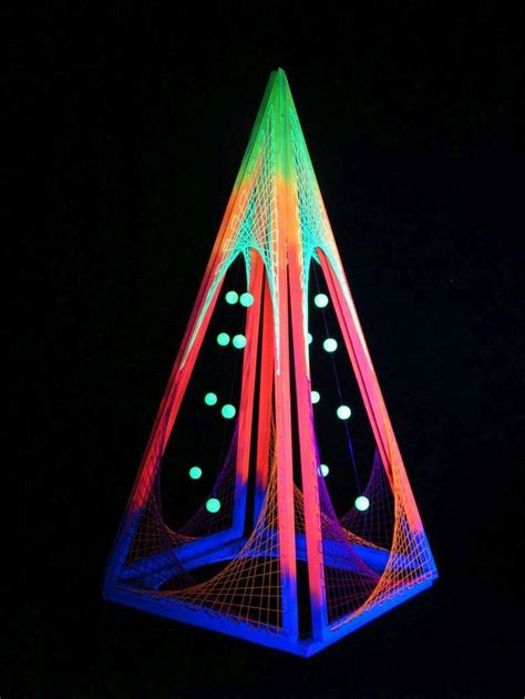 String 3d - 3d string deko quot convertible pyramid quot blacklight