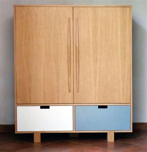 armoire meuble tv design avec tiroirs et portes battantes