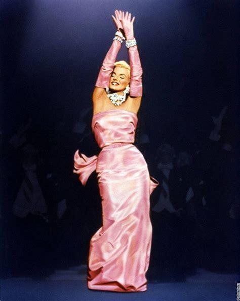 marilyn monroe dob hollywood prod 225 v 225 kost 253 my a rekvizity včetně šatů marilyn