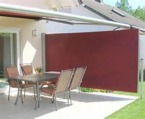 seiten windschutz auf terrassen sichtschutz f 252 r den garten m 246 glichkeiten und tipps