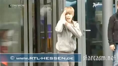 Justin Bieber Runs Into Glass Door Jyydek Justin Bieber Running Into Glass Door