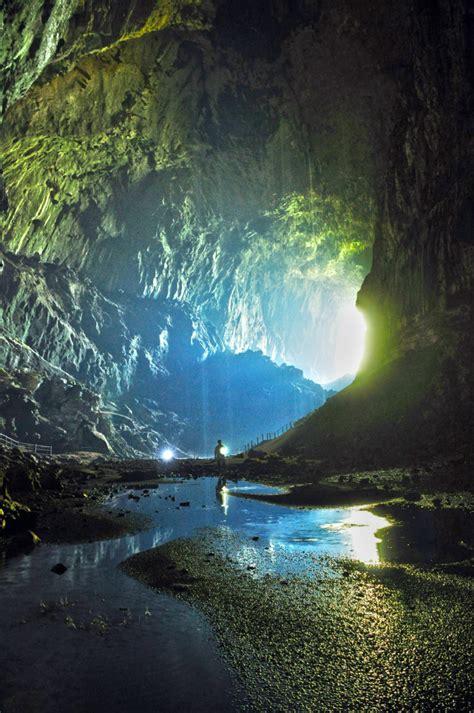 mulu national park big caves show caves  bats exodus
