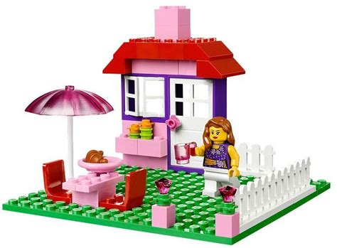 Lego Juniors 10660 House Suitcase by Lego Juniors 10660 House Suitcase