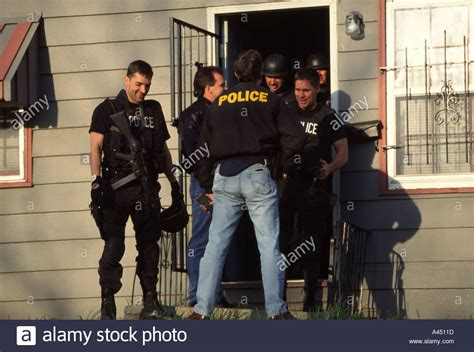 Ks Warrant Search Swat Tac Team After Serving Search Warrant Kansas City Mo Stock Photo