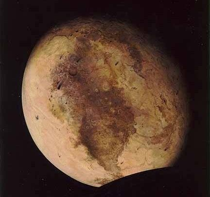 pluto is changing colors