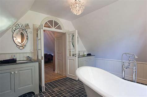 kronleuchter badezimmer 21 ideas to decorate ls chandelier in bathroom