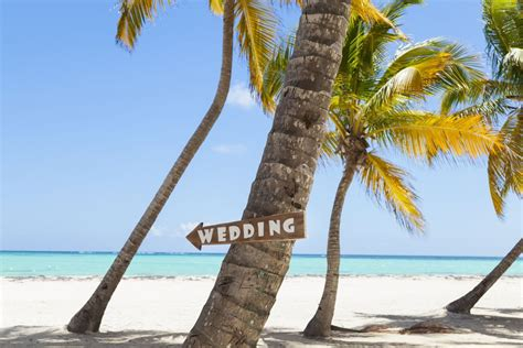 8 Pros And Cons Of A Destination Wedding by Is A Destination Wedding Right For You 8 Pros Cons