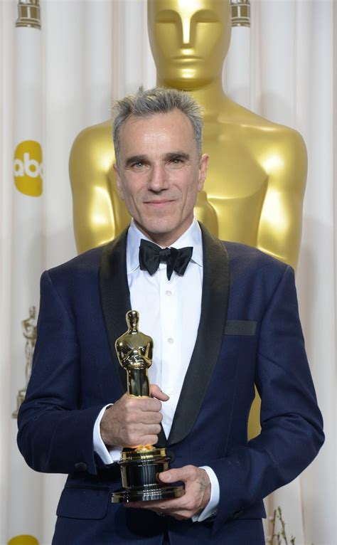 academy award best actor 2013 daniel day lewis makes oscars history by scooping third