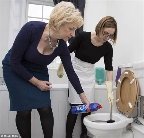 Bleach For Bathroom Cleaning Ex Royal Housekeeper To The Queen Reveals Her Secrets To