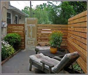 Inexpensive Backyard Privacy Ideas Cheap Fence Ideas Http Homedecormodel Cheap Fence Ideas Landscaping Ideas