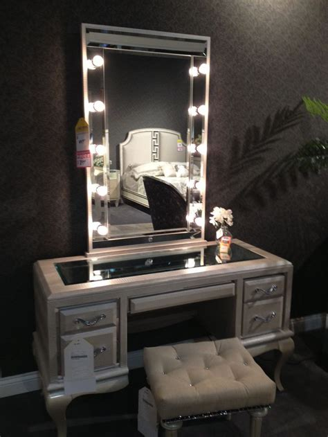 Vanity Desk Mirror With Lights by 25 Best Ideas About Mirror With Light Bulbs On