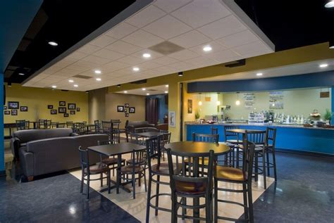 vestibulo iglesia cafe area high tables couches reg tables floor plans