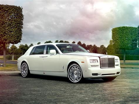 rolls royce phantasm rolls royce introduces bespoke jade pearl phantom