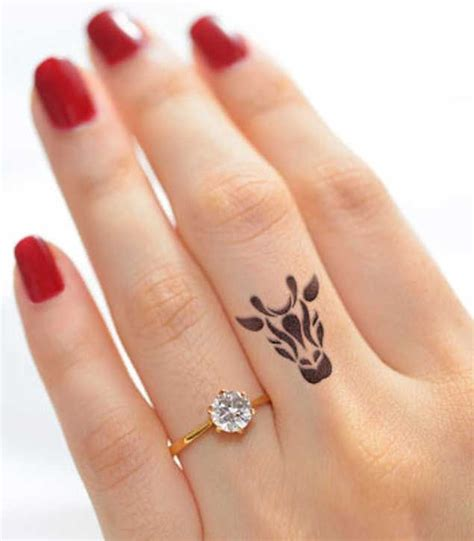 finger tattoo model 1000 ideas about tatouage doigt femme on pinterest