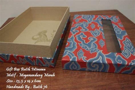 Box Besar Merah Kotak Gift Bingkisan Sovenir Kado Packing Dus Tebal toko gift box istimewa handmade motif batik megamendung merah tanpa jendela kartu