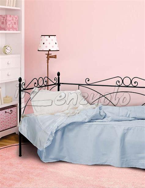 divanetto ferro battuto letto divanetto con struttura in ferro battuto camilla