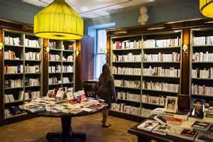 des corners de livres fran 231 ais dans les librairies