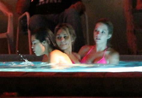 vanessa hudgens bathtub vanessa selena and ashley film a hot tub scene 109441