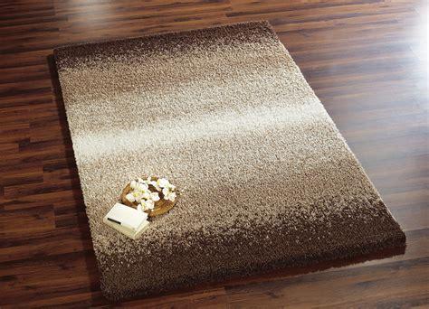kuschelweiche teppiche br 252 cken und teppiche in verschiedenen farben teppiche