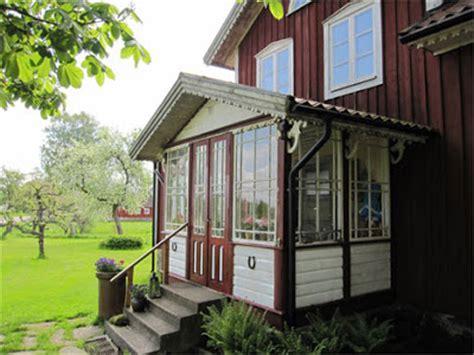 veranda inglasad vita rosor och f 246 rg 228 tmigej dr 246 mmen om en inglasad veranda