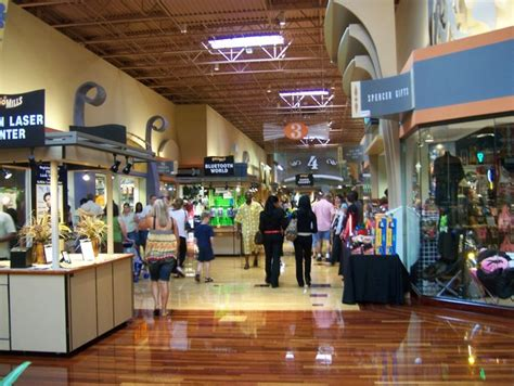 Nashville Pretends It Isn?t Disappointed at Opry Mills? Re