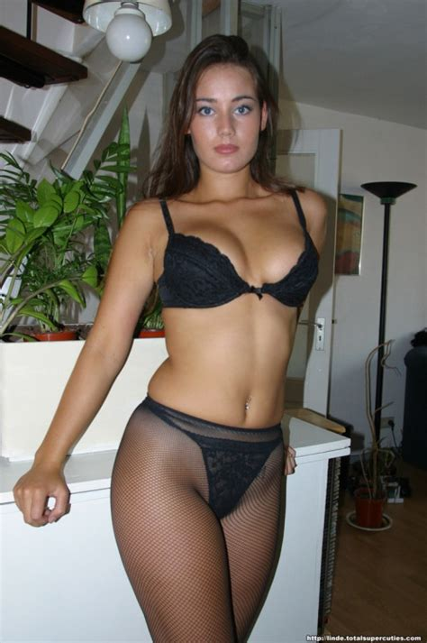 nicly trimmed crotch phpaul sophisticated amateur brunette in pantyhose