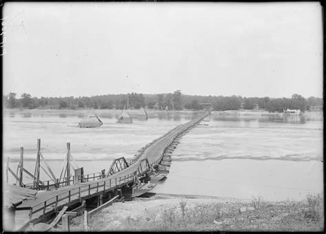 wiki pontoon bridge upcscavenger - What Is A Pontoon Bridge