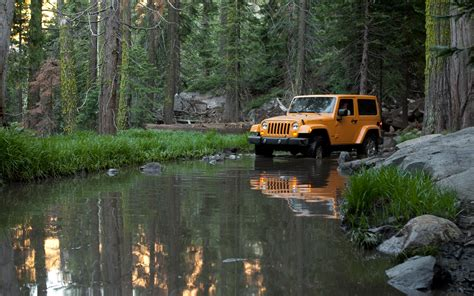 Jeep In River 2012 Jeep Wrangler Front View On A River Photo 32