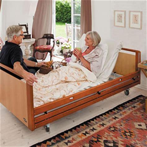 alimentazione anziani allettati letto elettrico alegio per anziani disabili o infermi