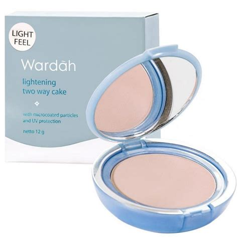 Bedak Wardah Light Feel wardah lightening two way cake light feel beautyhaul makeup store
