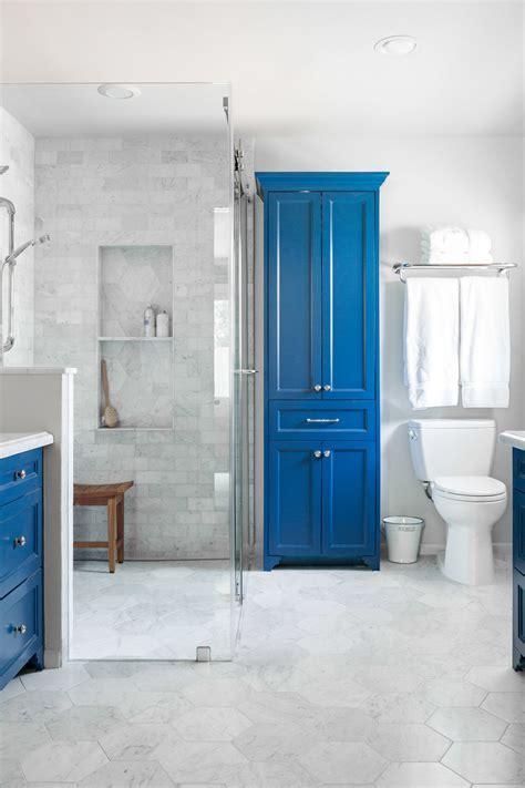 11 simple ways to make a small bathroom look BIGGER ? DESIGNED