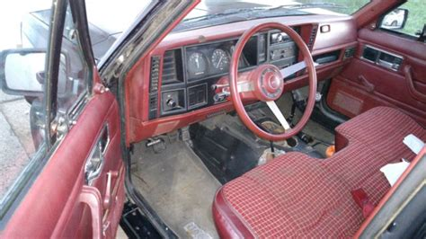 1986 Jeep Comanche 2 5 4x4 5 Speed Black Burgundy Interior
