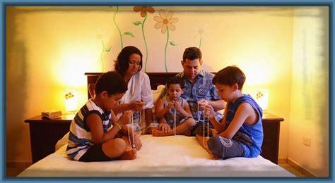 imagenes biblicas de familia imagenes de familias orando para colorear archivos