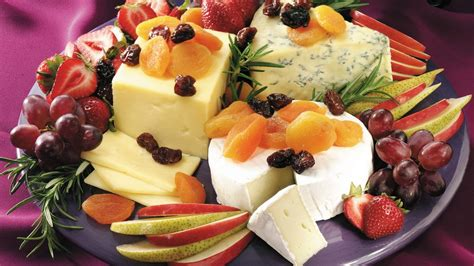 fruit and cheese platter easy cheese and fruit platter recipe pillsbury