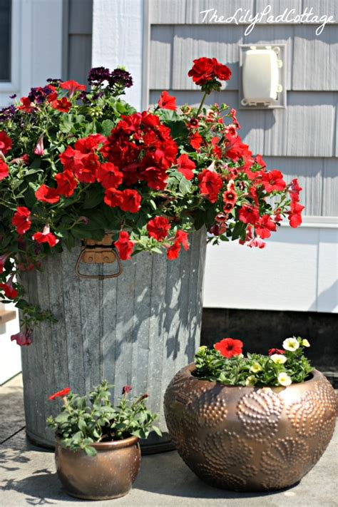 Trash Can Planter by Trash To Treasure Garbage Can Flower Planter Diy The