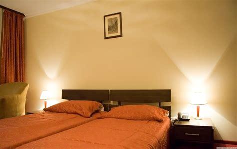 Ranjang Hotel 12 model kamar tidur dengan furniture lengkap dan