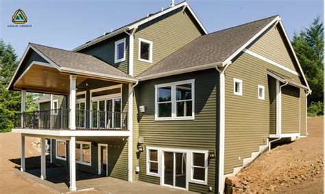 what is a daylight basement in the back the home is completely modern with an upgraded large deck the living area