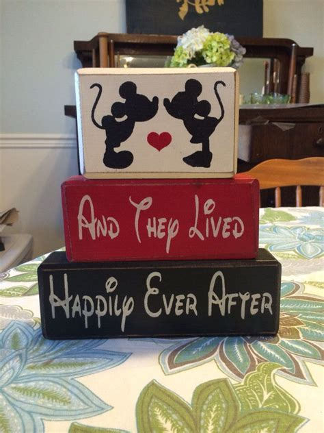 Mickey Minnie Mouse kissing wedding and they lived happily