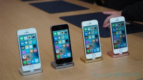 on phone iphone se impressions and on quite familiar slashgear